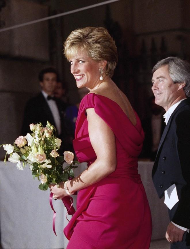 Πριγκίπισσα Νταϊάνα χαμογελά