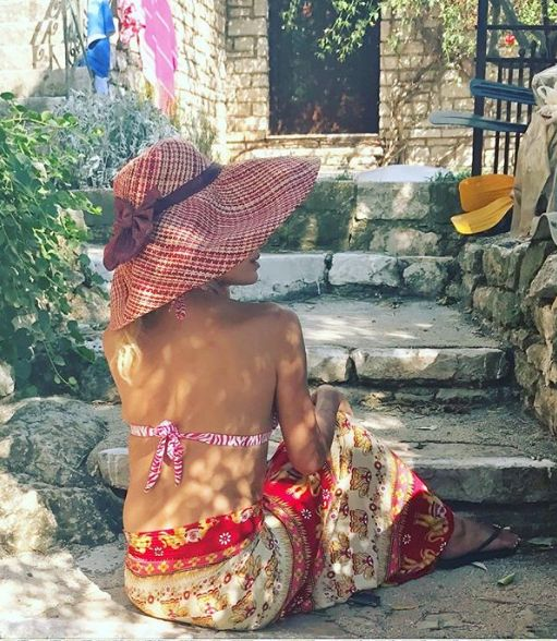 Ελένη Μενεγάκη  Η νέα φωτογραφία με μπικίνι  c9bb338f4e9