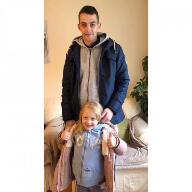 Η Alesh McPhail με τον πατέρα της