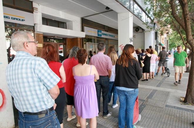 Δημοψήφισμα: Οι πολίτες έσπευσαν στα ΑΤΜ μετά το διάγγελμα Τσίπρα