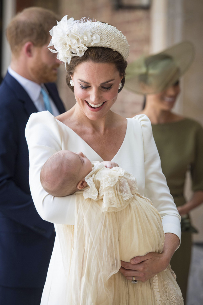 Η Κate Middleton ντυμένη στα λευκά στη βάφτιση του Louis