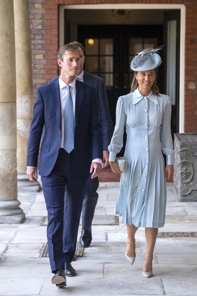 Pippa Middleton και James Matthews στη βάφτιση του πρίγκιπα Louis