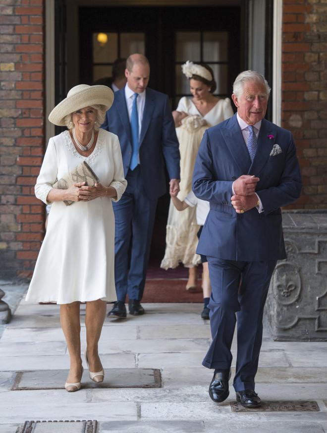 Πρίγκιπας Kάρολος και Καμίλα στη βάφτιση του πρίγκιπα Louis