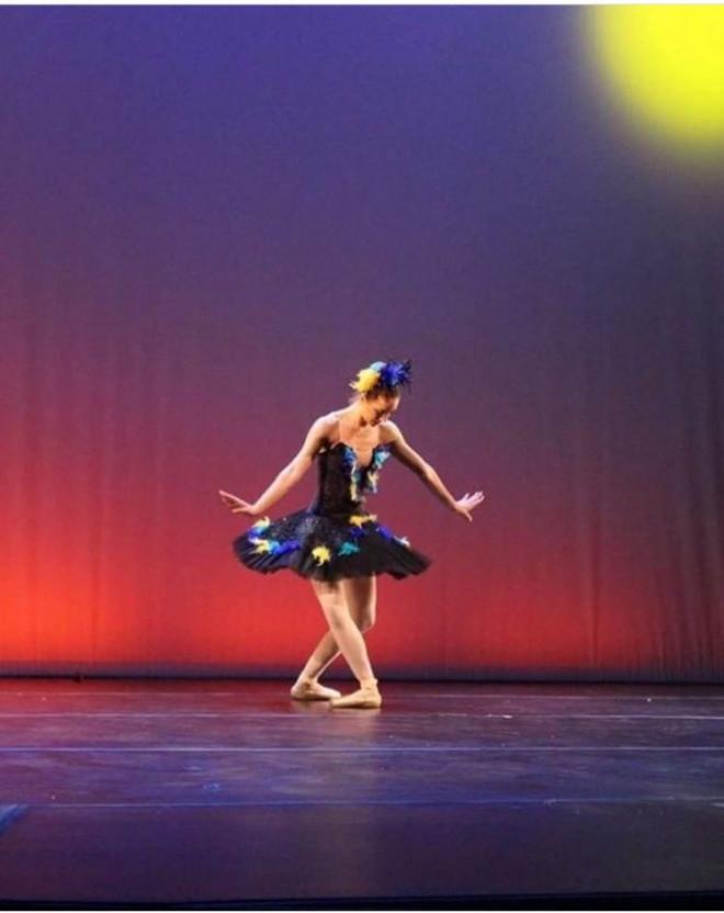 Η Μυρτώ σε παράσταση με το μπαλέτο