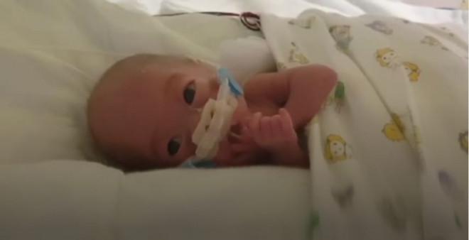 Το μωρό ζύγιζε μόλις 302 γρ.
