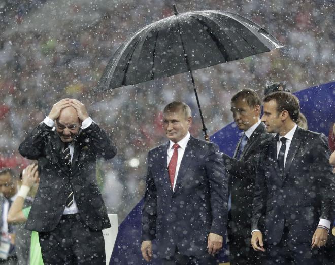 Μόνο ο Πούτιν έμεινε στεγνός