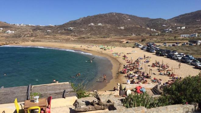 Η παραλία της Φτελιάς στη Μύκονο