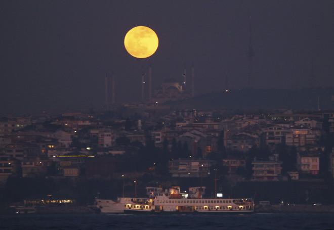 ολική έκλειψη σελήνης