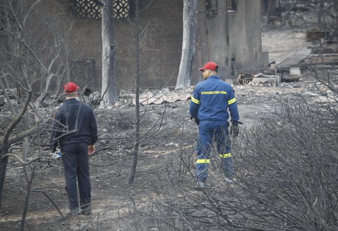 Δύσκολο το έργο των πυροσβεστών