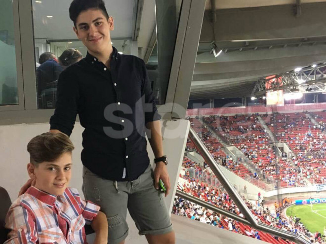 O Σωτήρης Σοκορέλος με τον 14χρονο αδελφό του