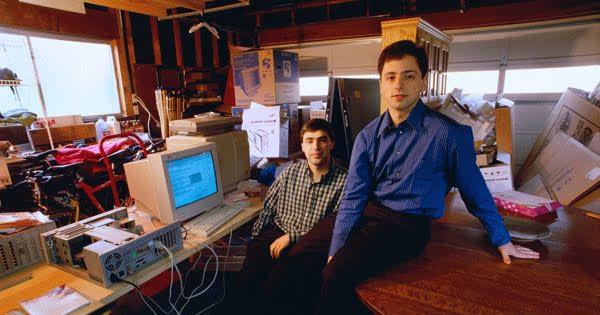Λάρι Πέιτζ και ο Σεργκέι Μπριν στα πρώτα γραφεία της Google σε γκαράζ