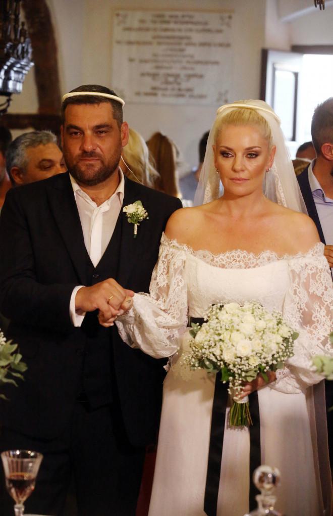 2e5dad7b61ca Μουτάφη- Νιφλής  Νέες φωτογραφίες από τον λαμπερό τους γάμο!
