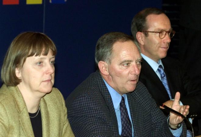 Η Μέρκελ με τον τότε αρχηγό των Χριστιανοδημοκρατών, Σόιμπλε