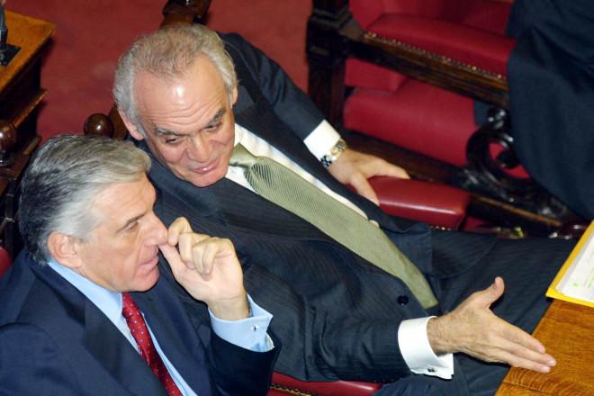 Γιάννος Παπαντωνίου και Άκης Τσοχατζόπουλος στη Βουλή