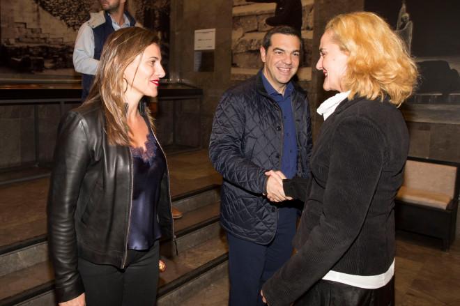 Ο Αλέξης Τσίπρας και η Μπέτυ Μπαζιάνα στο Θέατρο Τέχνης