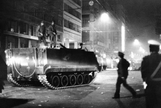 Τα τανκς στους δρόμους της Αθήνας