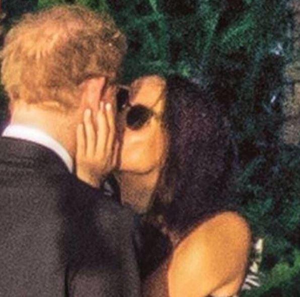 "To φιλί του πρίγκιπα Χάρι και της δούκισσας Μαρκλ που ""έριξε"" το Instagram"