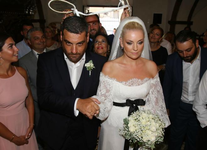 5f9a6c0f3b Η ηθοποιός Ελισάβετ Μουτάφη και ο δημοσιογράφος Μάνος Νιφλής παντρεύτηκαν  το ίδιο Σάββατο με το ζεύγος Τανιμανίδη-Μπόμπα σε μία ρομαντική τελετή