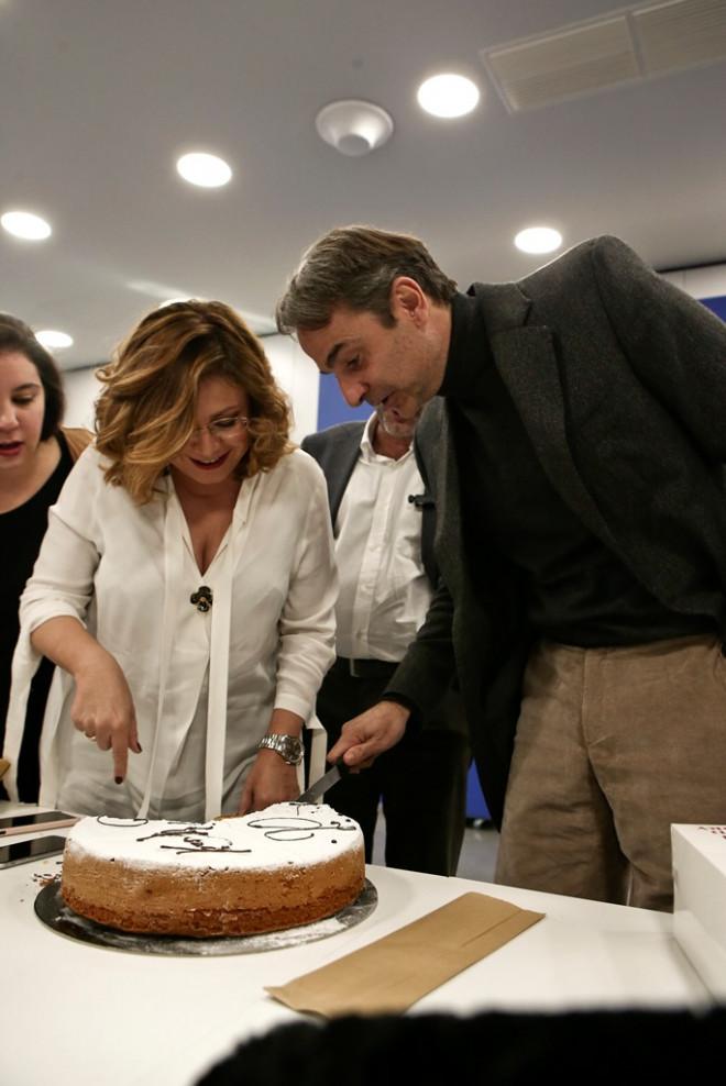 Η ΝΔ έκοψε πίτα για τους δημοσιογράφους