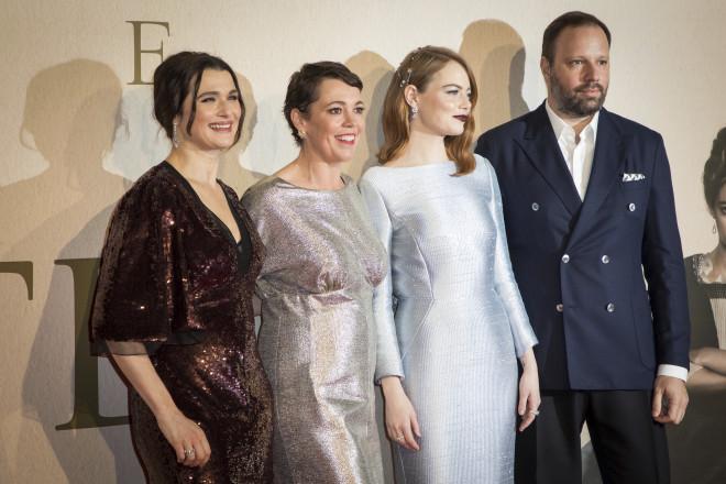 Από αριστερά, οι ηθοποιοί Rachel Weisz, Olivia Colman, Emma Stone και  ο σκηνοθέτης Γιώργος Λάνθιμος