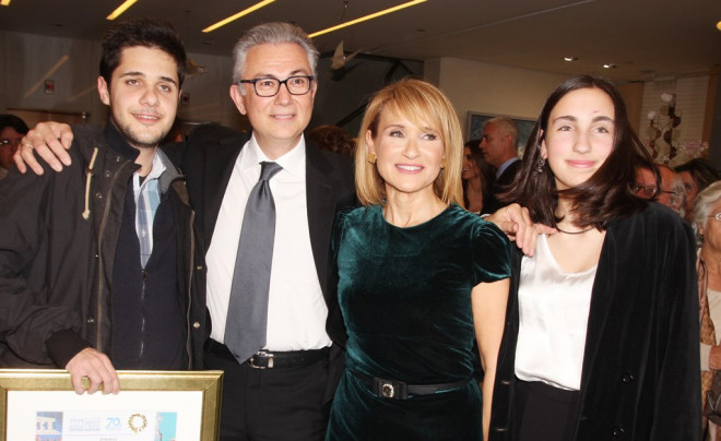O Θ. Ρουσόπουλος και η Μ. Ζαχαρέα με τα παιδιά τους, Βασίλη και Άννα