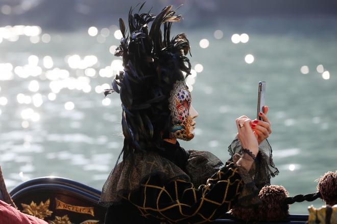 Εντυπωσιακή μάσκα στην επίσημη έναρξη τουκαρναβαλιούτης Βενετίας