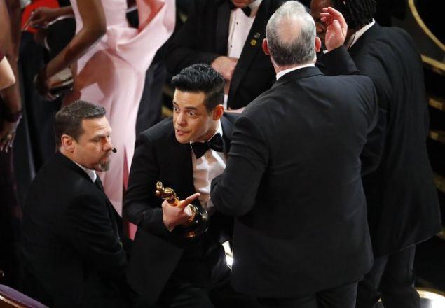 Rami Malek : Από τη χαρά του παραπάτησε και έπεσε από τη σκηνή!