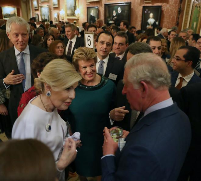 Η Μαριάννα Β. Βαρδινογιάννη συνομιλεί με τον Πρίγκιπα Κάρολο