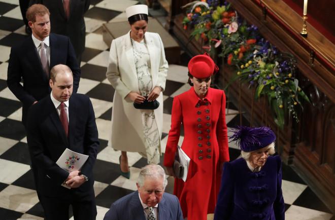 Meghan - Harry Φεύγουν Από Το Σπίτι Της Kate και του William