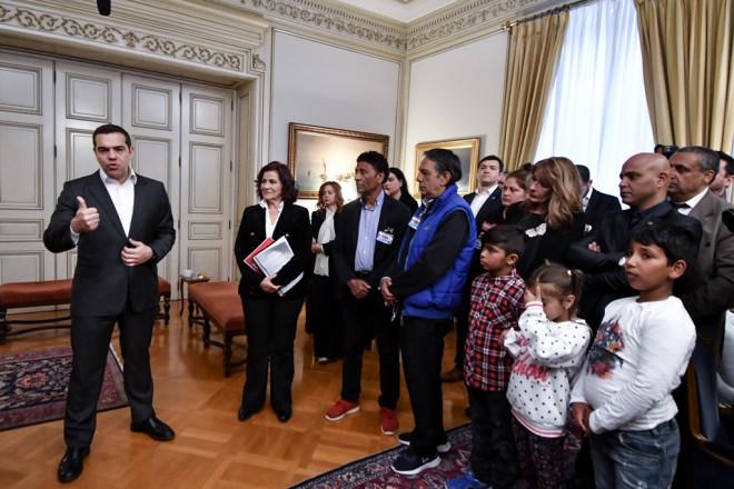 Ο πρωθυπουργός υποδέχθηκε Ρομά στο Μαξίμου