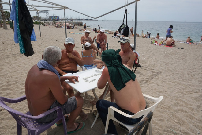 Εκλογές: Οι πολίτες ψηφίζουν... παραλία