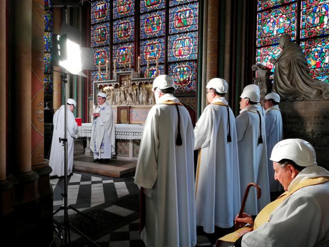 Λειτουργία στην Παναγία των Παρισίων