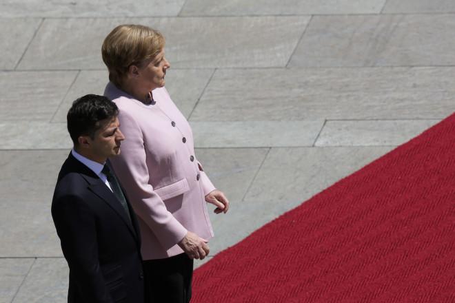 Η Άνγκελα Μέρκελ δίπλα στονΟυκρανό ΠρόεδροΒολοντίμιρ Ζελένσκι στο Βερολίνο