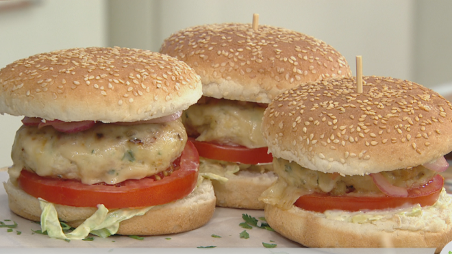 Burger με μπιφτέκι κοτόπουλο