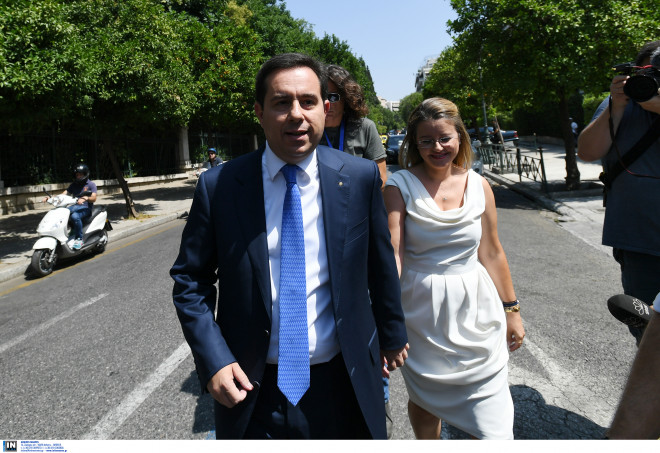 320f979e9 O υφυπουργός Κοινωνικής Ασφάλισης Νότης Μηταράκης, συνοδευόμενος από τη  σύζυγό του/Φωτογραφία Intime-ΒΑΡΑΚΛΑΣ ΜΙΧΑΛΗΣ