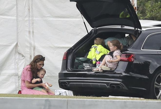 Η Kate Middleton και με τα τρία της παιδιά