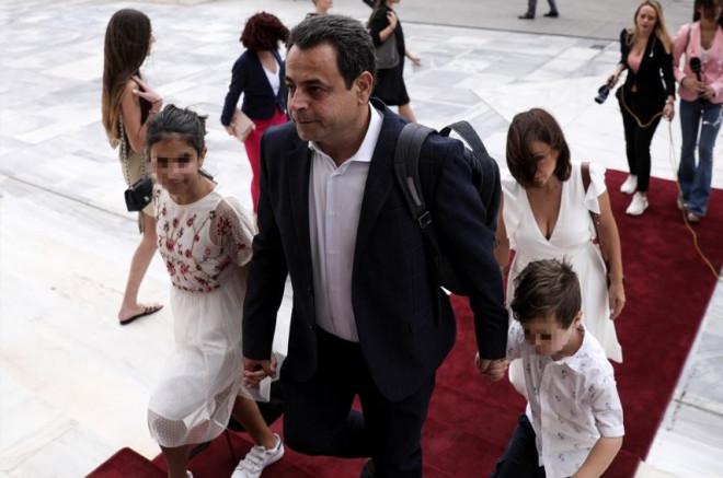 Ο Σαντορινιός και η οικογένειά του