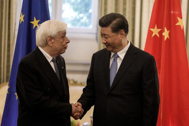 O Κινέζος Πρόεδρος μετέβη στο Προεδρικό Μέγαρο όπου τον υποδέχθηκε ο Πρόεδρος της Δημοκρατίας Προκόπης Παυλόπουλος.