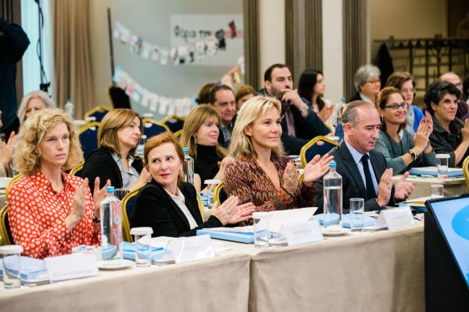 Οι εκπρόσωποι της AXION HELLAS Ιωάννα Μαρτίνου, Φωτεινή Μπίνιου, Ελίνα Βαμβακά, και ο Πρόεδρος Βασίλειος Πατέρας