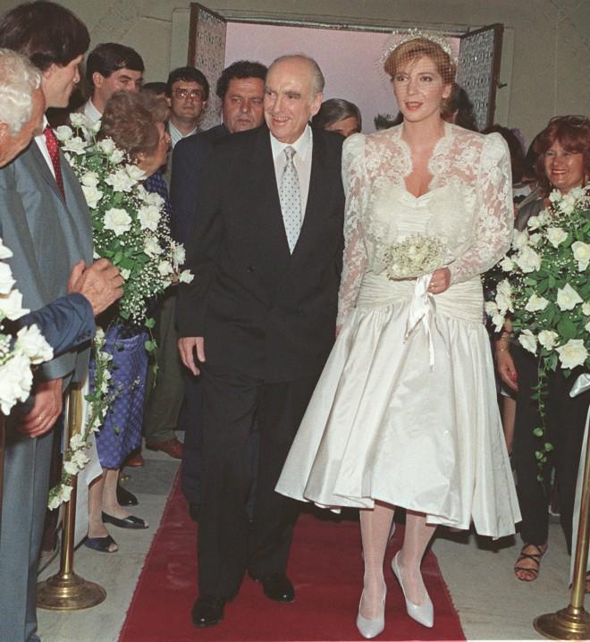 Στιγμιότυπο από τον γάμο του Ανδρέα Παπανδρέου με τη Δήμητρα Λιάνη Παπανδρέου τον Ιούλιο του 1989.Φωτογραφία: Associated Press