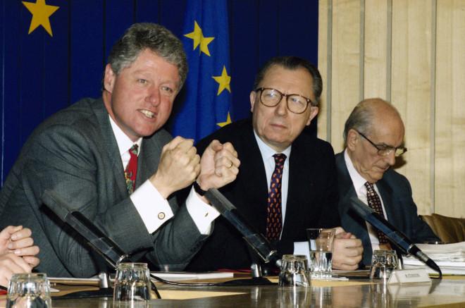 Οι Μπιλ Κλίντον, Ζακ Ντελόρ καιΑνδρέας Παπανδρέου στις Βρυξέλλεςτο 1995.Φωτογραφία: Associated Press