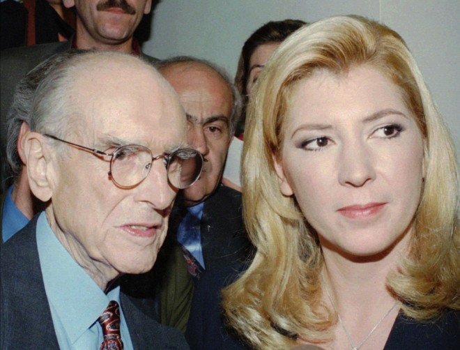 Ο Ανδρέας Παπανδρέου με τη Δήμητρα Λιάνη Παπανδρέου το 1993. Φωτογραφία: Associated Press