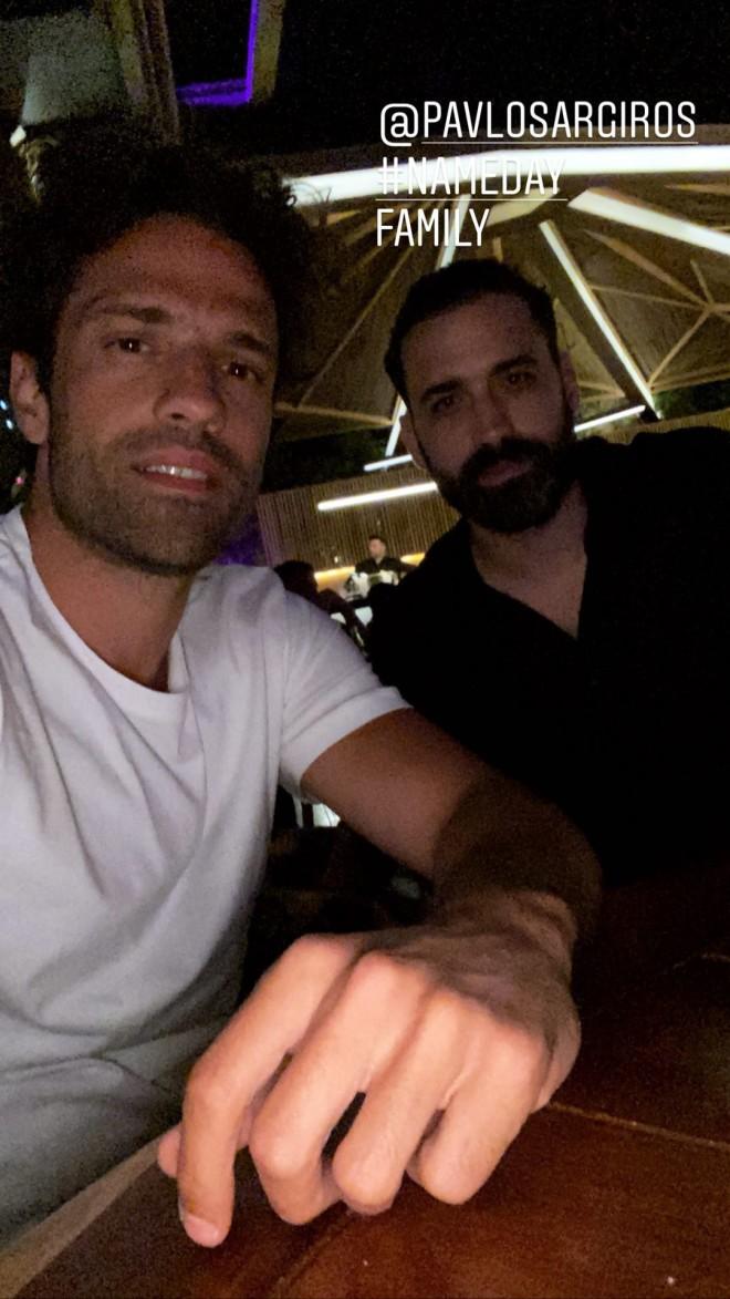 Κωνσταντίνος Αργυρός Ανέβασε φωτογραφία με τον τρίδυμο αδελφό του, Παύλο!