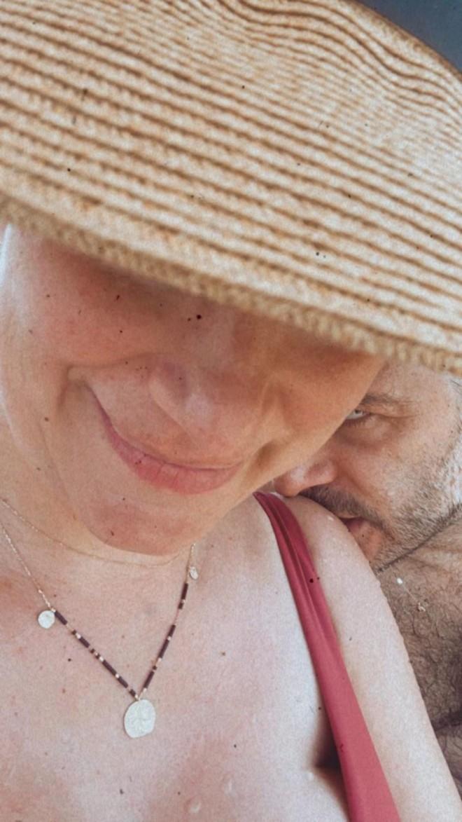 Μπουρδούμης Φωτογραφίζει την έγκυο Λένα Δροσάκη με μαγιό
