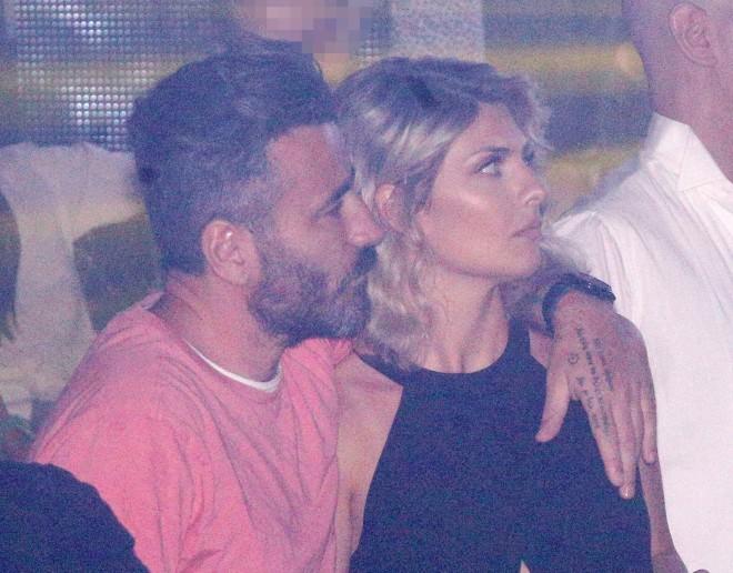 Γιώργος Μαυρίδης Αγκαλιασμένος με τη νέα του αγαπημένη σε βραδινή έξοδο Κρίστη Καθάργια