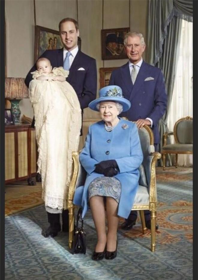 Πρίγκιπας Τζορτζ Πρίγκιπας Γουίλιαμ Πρίγκιπας Κάρολος Βασίλισσα Ελισάβετ