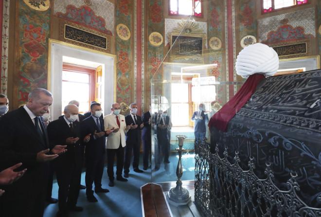 Eπίσκεψη Ερντογάν στον τάφο τουΜωάμεθ του Πορθητή