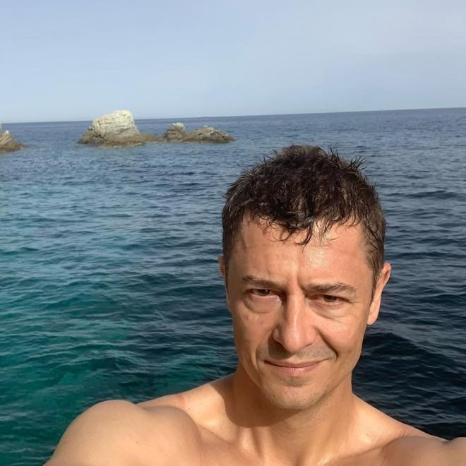 Αντώνης Σρόιτερ Σκαφάτες διακοπές για τον παρουσιαστή ειδήσεων