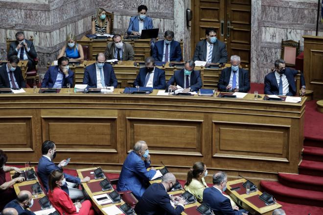 Με μάσκες υποχρεωτικά πλέον στη Βουλή 02