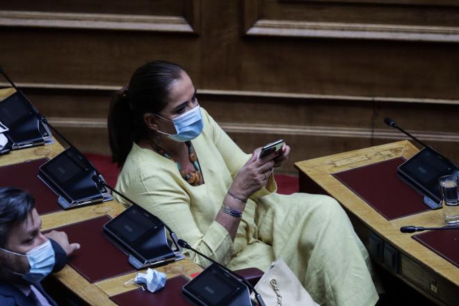Με μάσκες υποχρεωτικά πλέον στη Βουλή 03